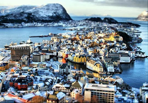Happy+Miniature+Sunday%21 50+ Beautiful Examples of Tilt Shift Photography