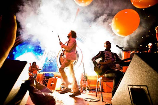 The+Flaming+Lips 44 Impressive Examples of Concert Photography | Inspiration