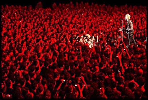 Red+Roses+for+Billie+Joe 44 Impressive Examples of Concert Photography | Inspiration