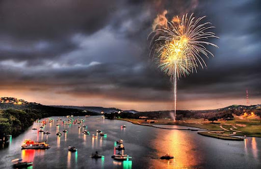 Fourth+on+Lake+Austin 60+ Jaw Dropping Examples of Fireworks Photography
