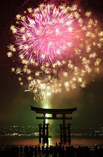 Miyajima+Water+Fireworks%5BWorldheritage%5D 60+ Jaw Dropping Examples of Fireworks Photography