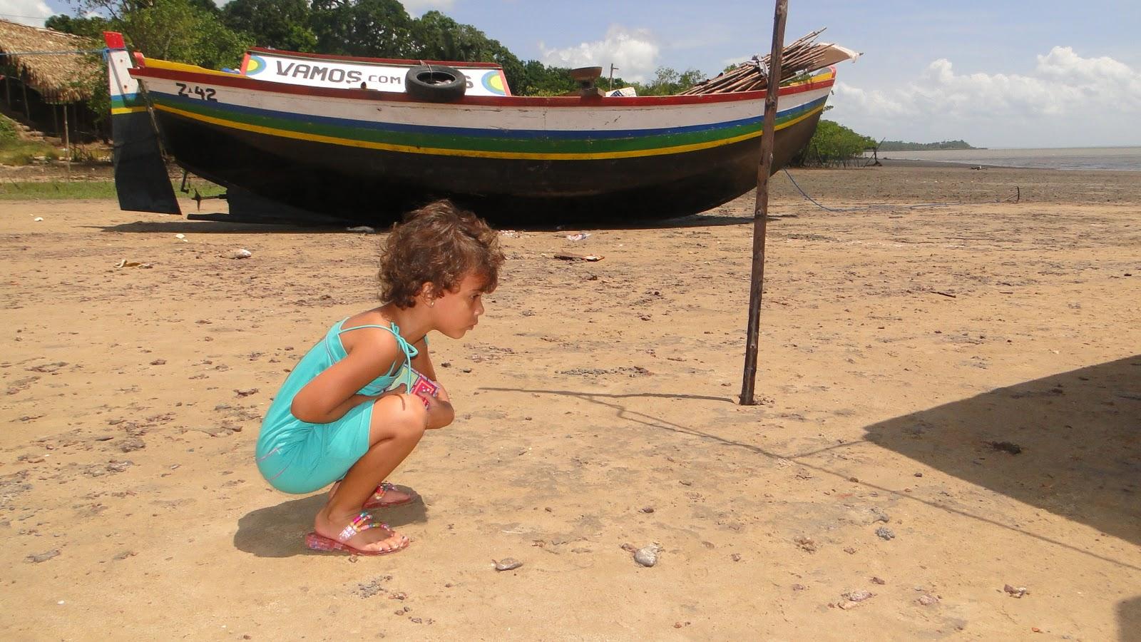 gajas na praia comendo a sobrinha