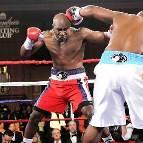 BOXEO-Defraudo en el combate entre Williams y Holyfield
