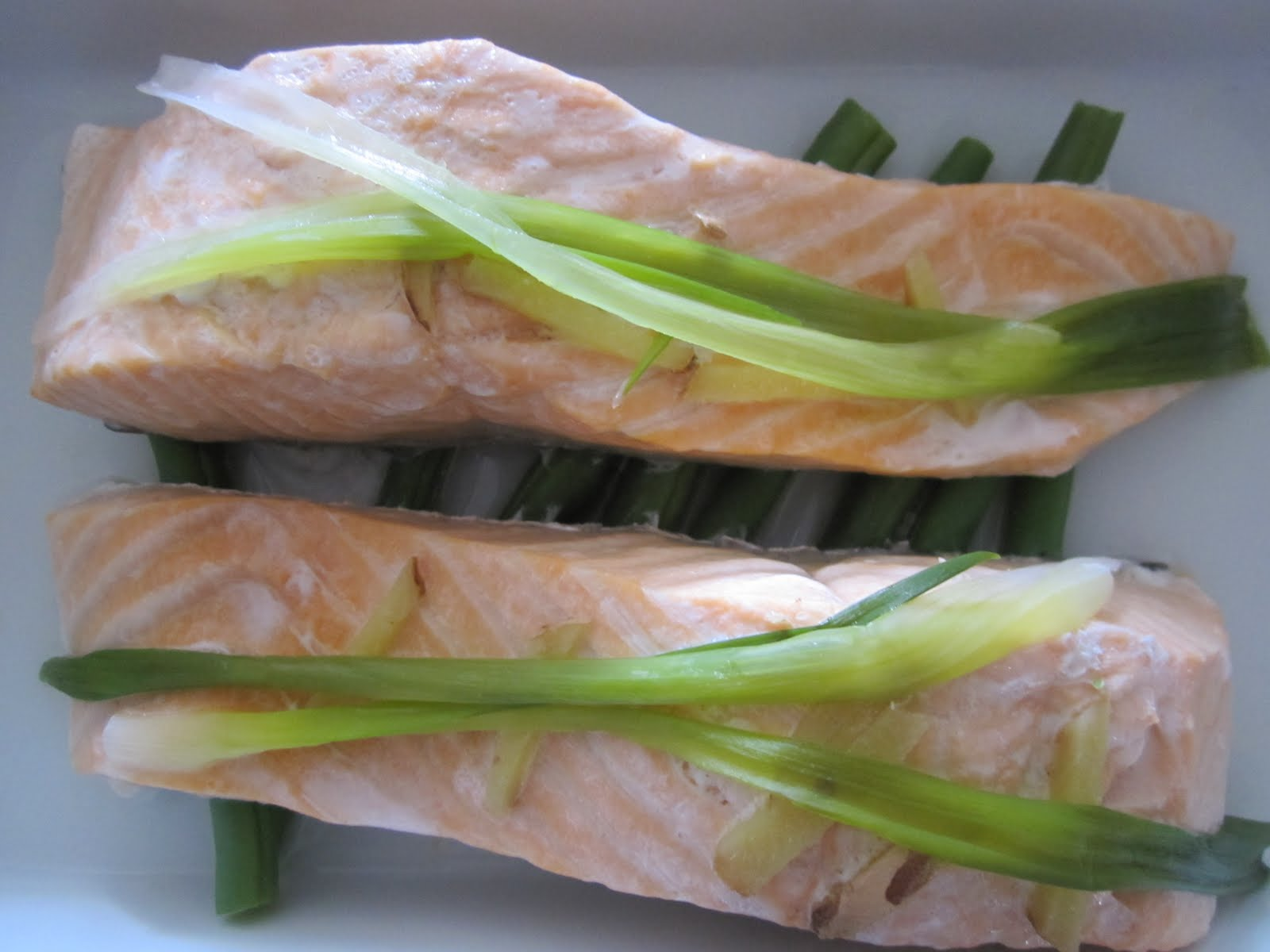monsters and munchkins: Steamed Salmon with Ginger and Spring Onion