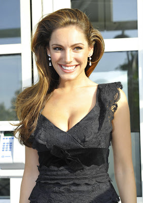 Kelly Brook Busty Candids