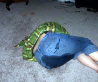 foto chica meando cagando: