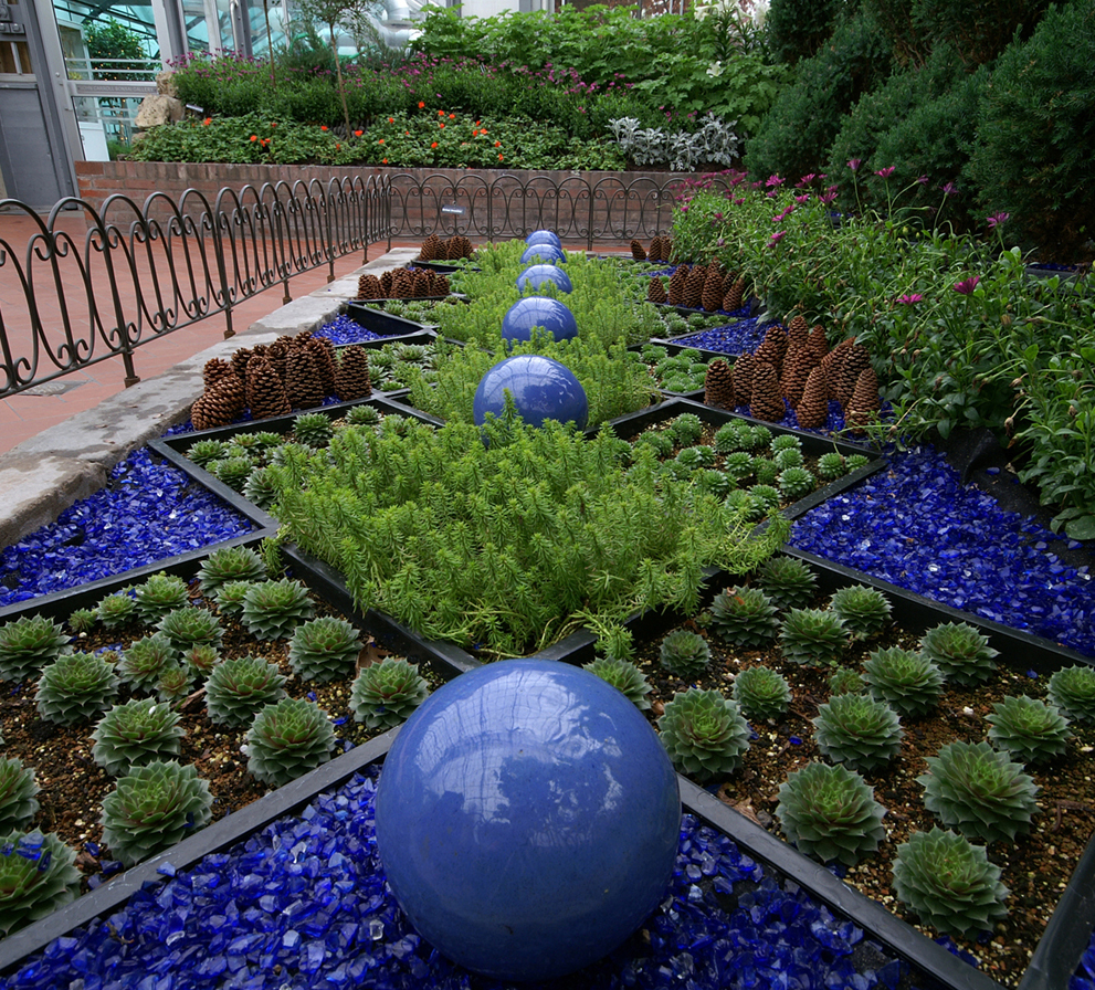 Outdoor Blue Pebbles : Repurposed and recycled creative ideas for garden design