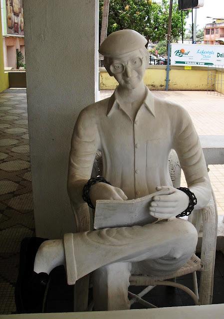statue charles shobraj