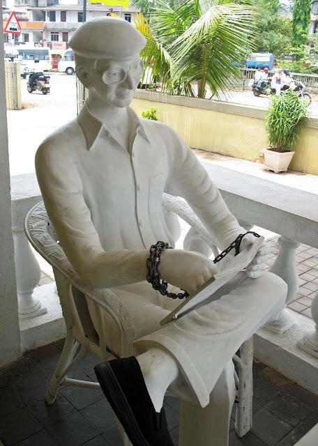 sculpture charles shobraj