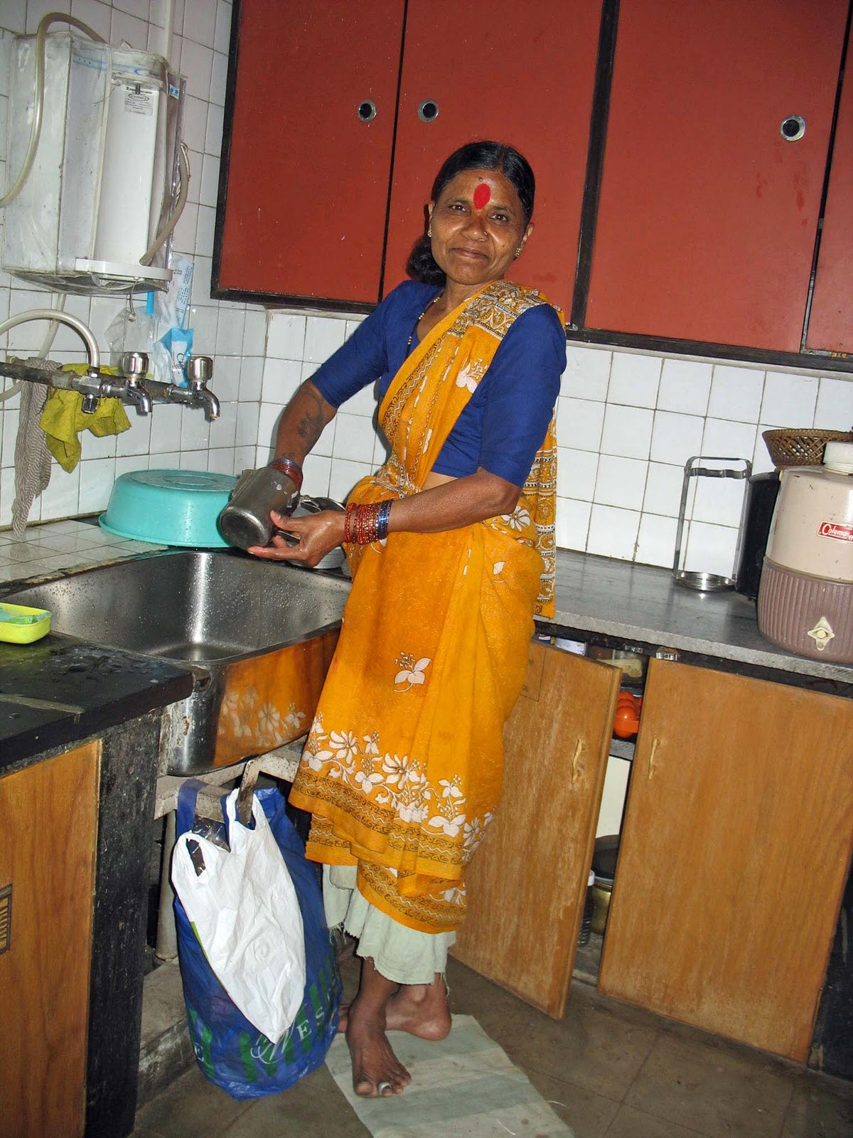 domestic workers in india Electronic copy available at : http ://ssrncom /abstract = 2537940 domestic workers laws and legal provisions in india srenghening women's economic secriy and righs.