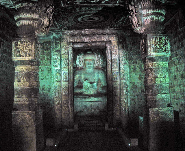 Buddha sculpture in Cave No.1