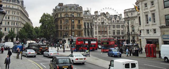 busy london crossing