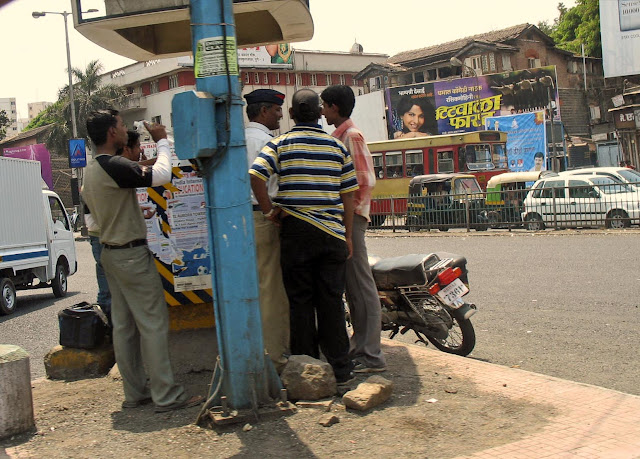 mumbai traffic police at work