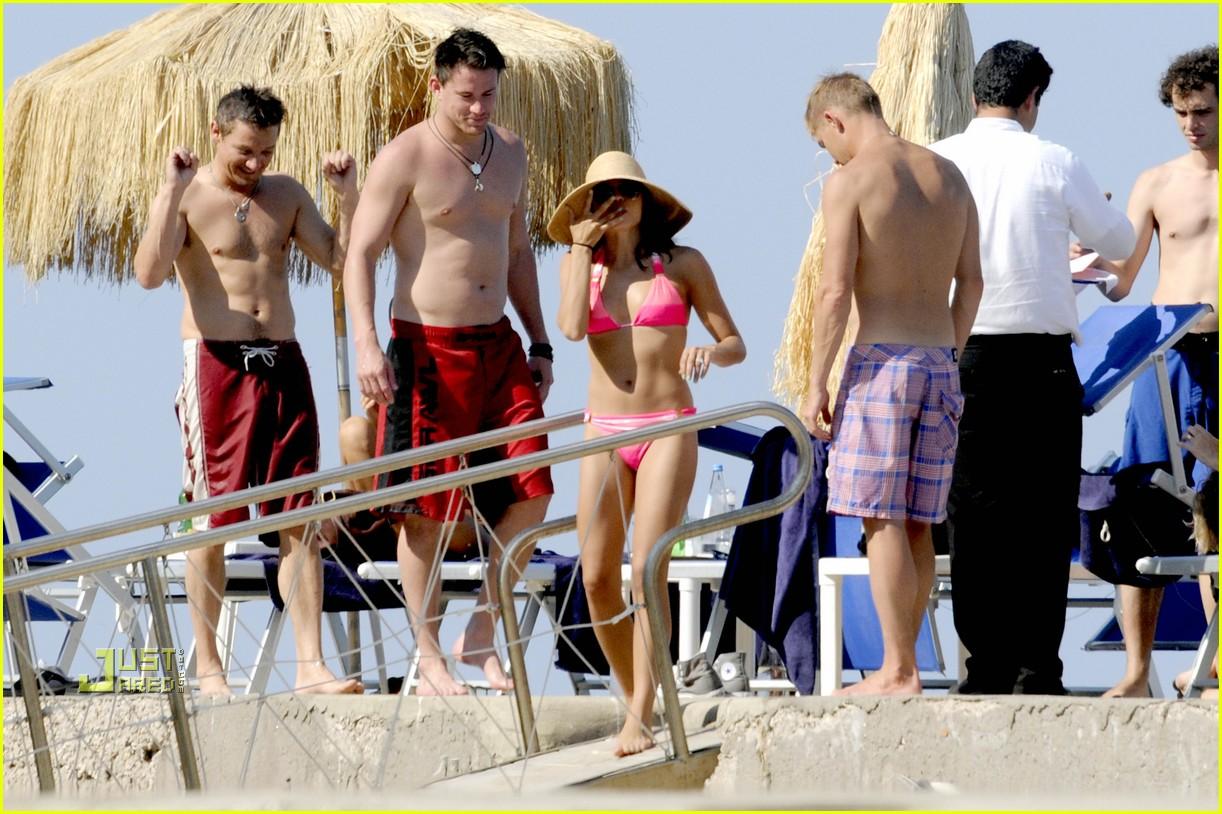 http://2.bp.blogspot.com/_5zib5jYA2yA/TDyxqATHaWI/AAAAAAAABug/GMC4ha8Rnpc/s1600/channing-tatum-jeremy-renner-shirtless-08.jpg