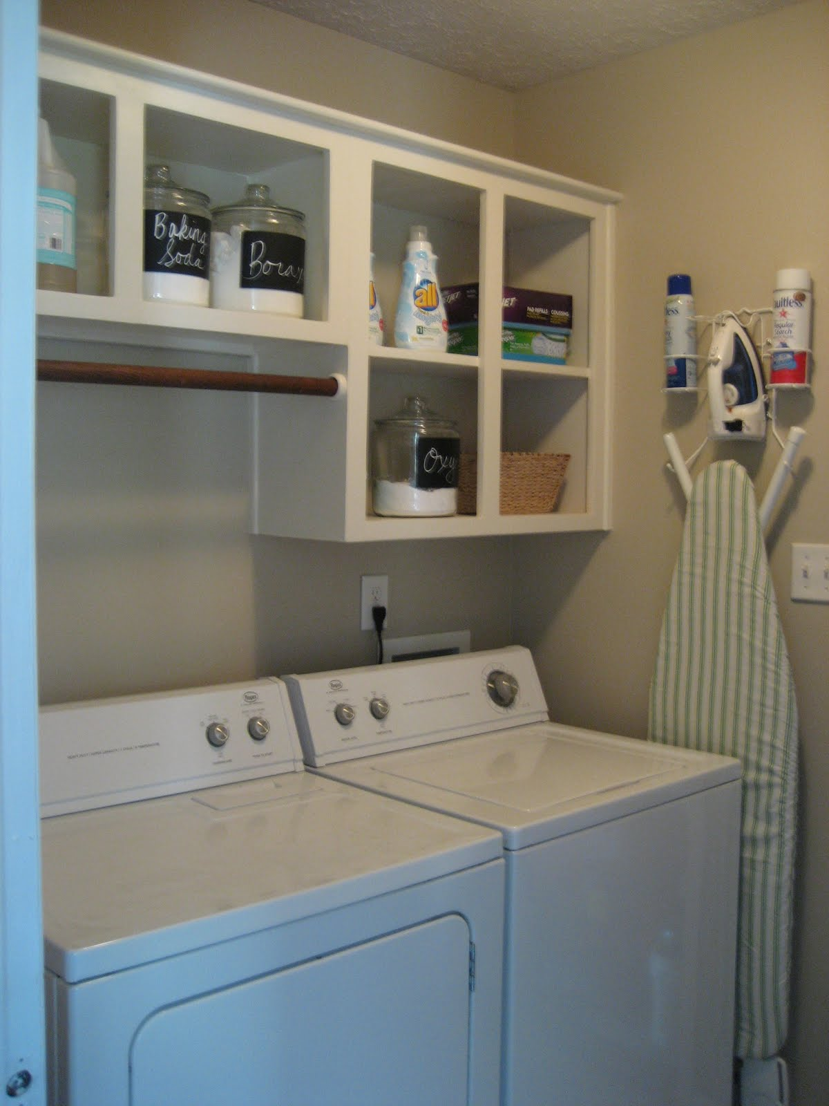 Schoolhouse Ronk: Laundry Room