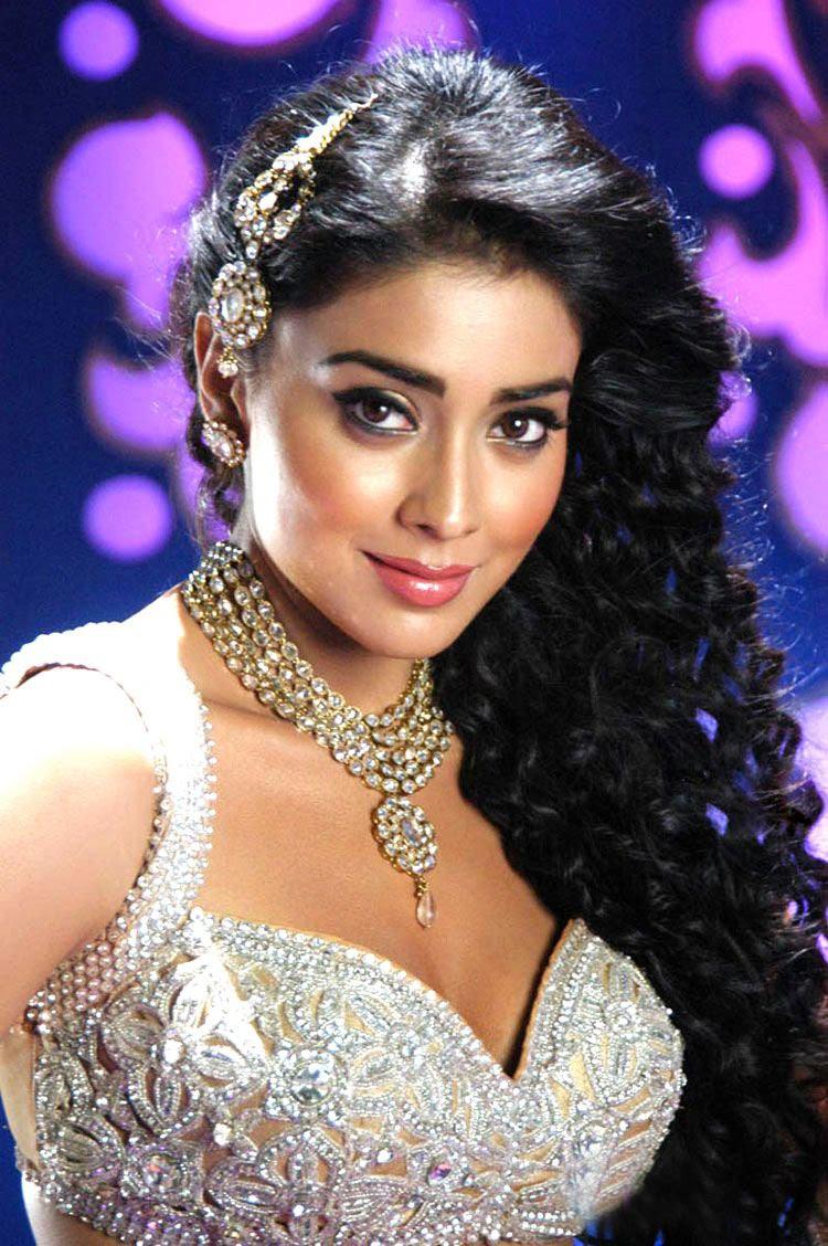 shriya saran hot stills in kommaram puli movie item song