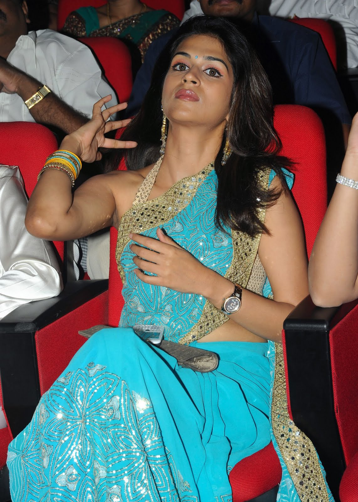 Vasundhara Das Hot Kiss Shraddha das hot pics atVasundhara Das Hot Kiss
