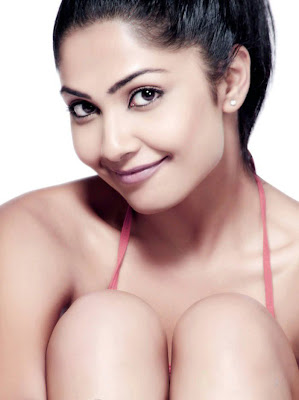 Kamalinee Mukherjee Spicy Hot Photo Shoot cleavage