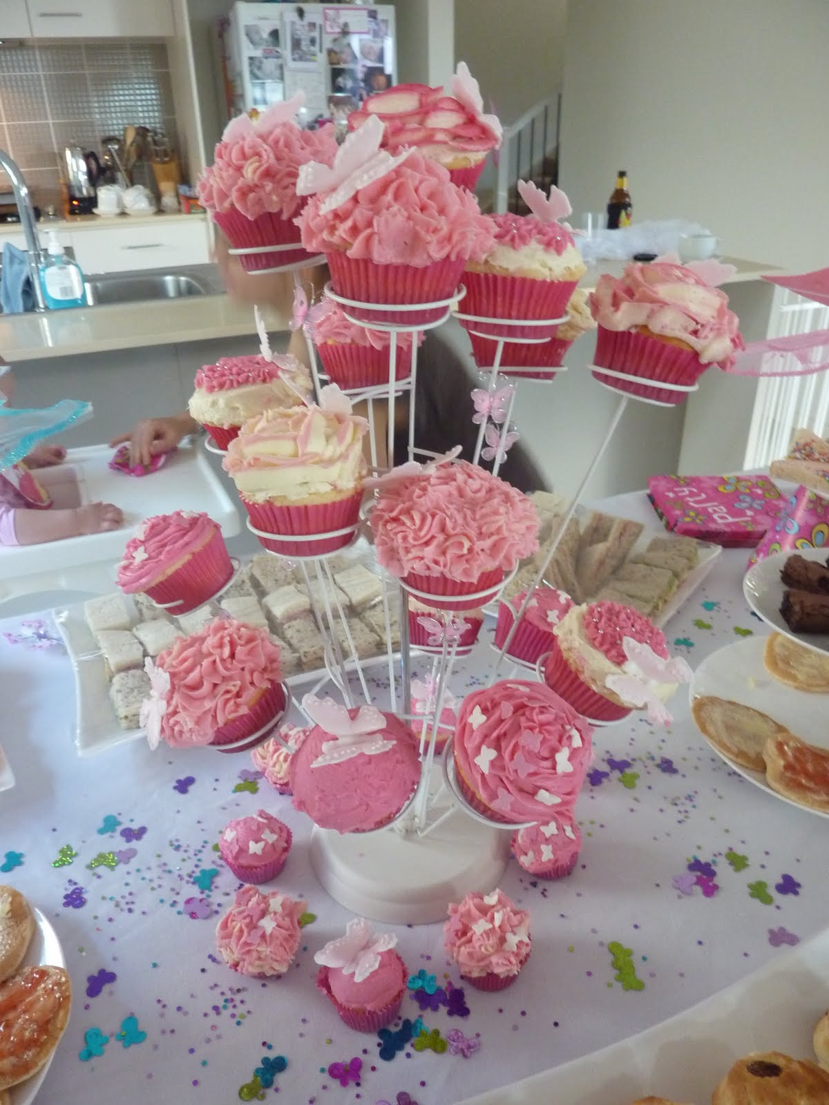 Debs Cakes and Cupcakes Bayb Girls 1st Birthday Cupcakes Pink
