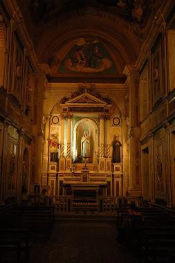 por dentro de la iglesia antigua