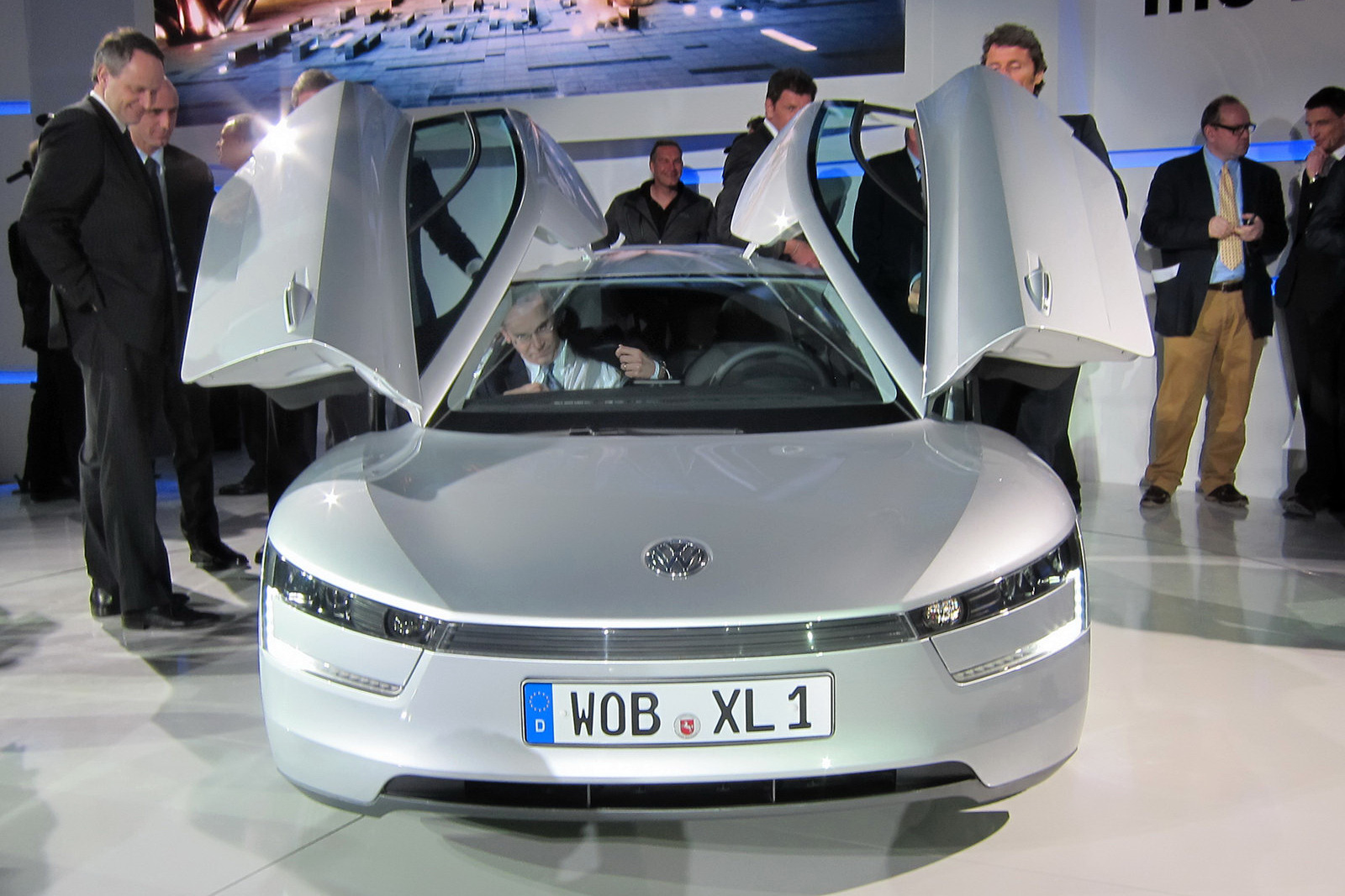http://2.bp.blogspot.com/_66Xz44hEwsw/TUlNeYptJGI/AAAAAAAAAiA/Ku11PsCk9No/s1600/Volkswagen-XL1-Qatar-25.JPG