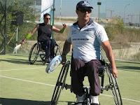 Padel adaptado para personas con discapacidad física