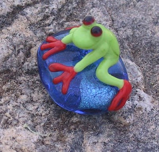 Frog Bead by Fran Davis - Dragonfire Beads of Edmonton, Alberta