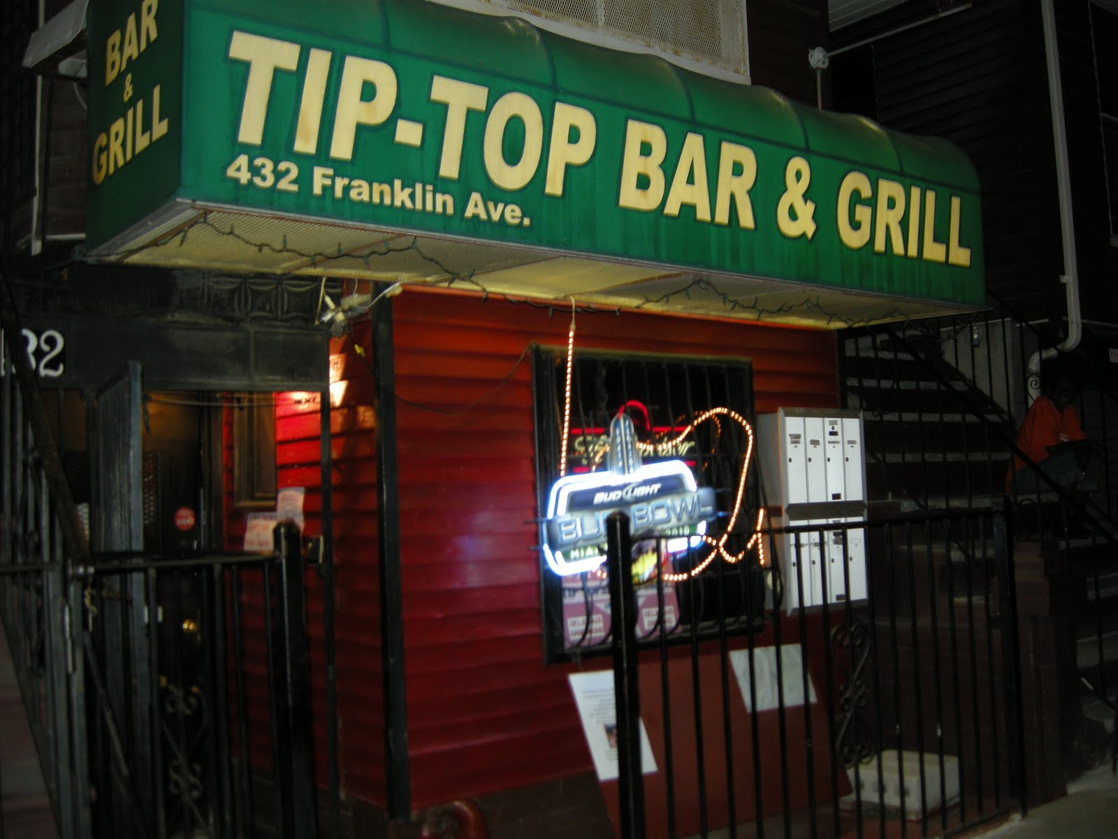 Ordinaire Tip Top Bar And Grill In Bed Stuy, A Neighborhood Joint Where The Vibe Is  Friendly And The $15 All You Can Eat Soul Buffet Plentiful  Chicken And  Ribs, ...