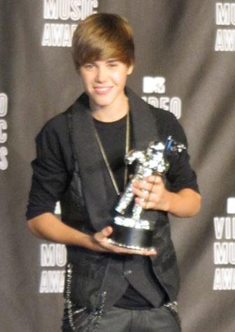 justin bieber u smile girl. Justin Bieber#39;s new U Smile