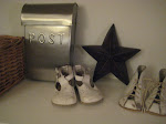 Våra första skor, postlåda och stjärna