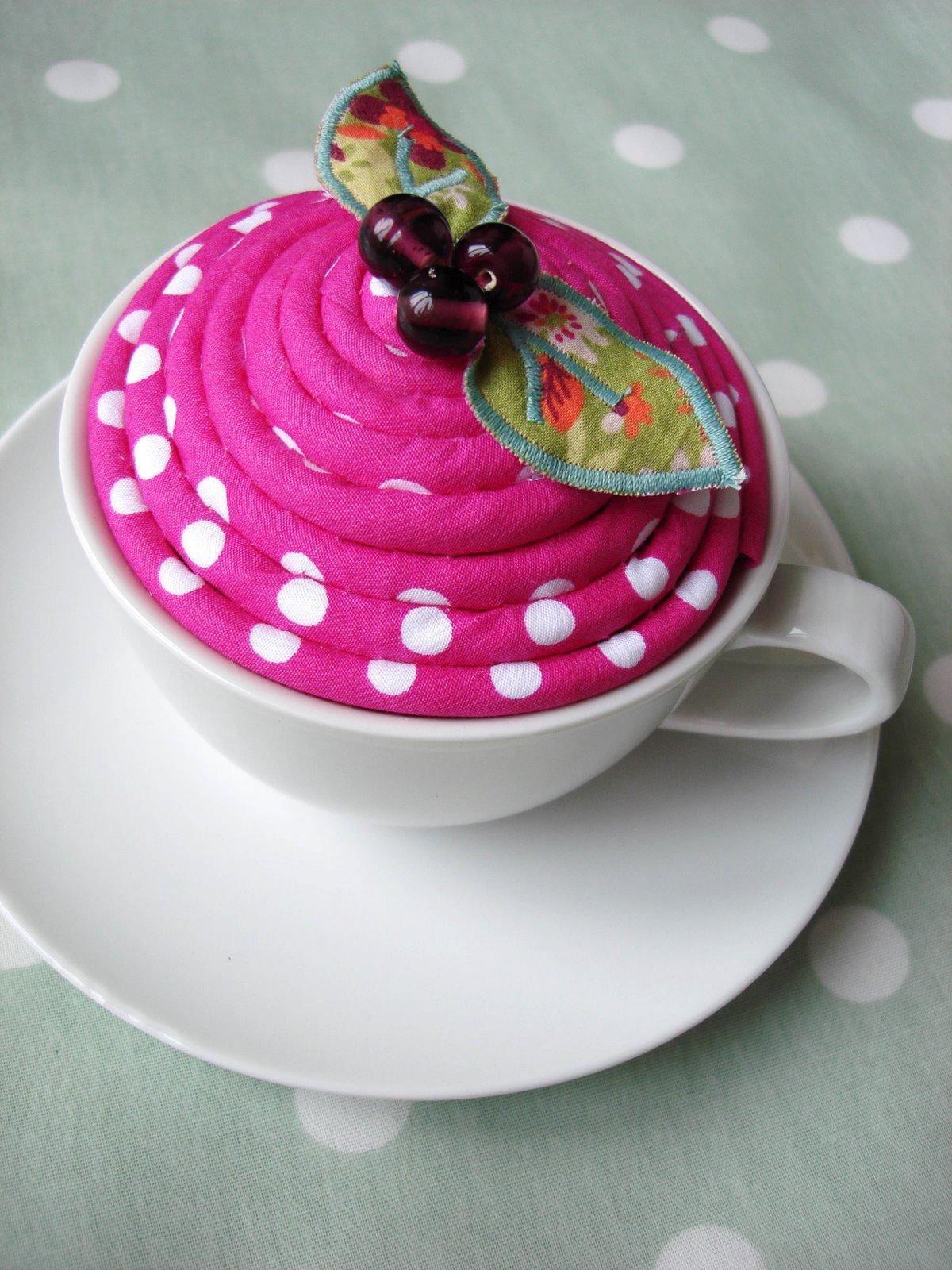 polka+teacup+pincushion+1.jpg