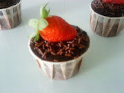 De'Rumah Strawberry Moist Cup Cakes     RM3.00 each