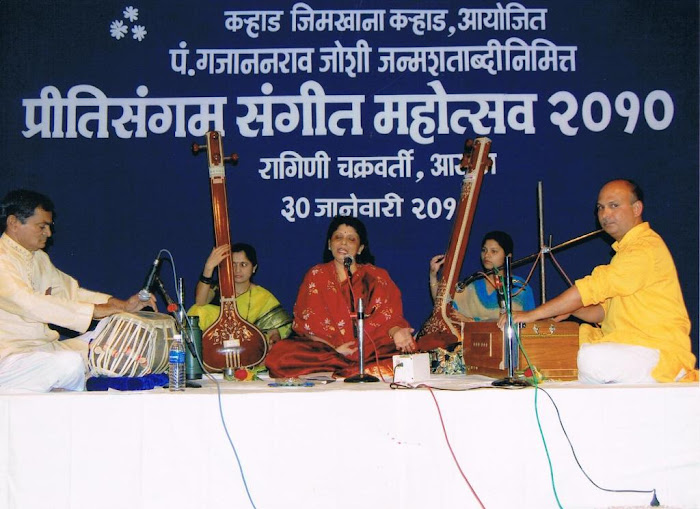 Ragini&#39;s Performance at Karad, Maharashtra