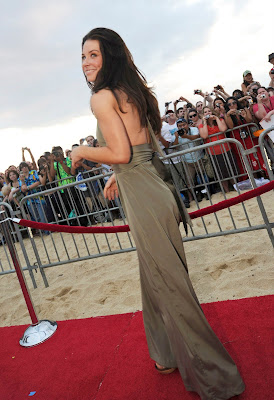 Evangeline Lilly Hot Photo