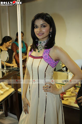Prachi Desai Start The JW Marriott Glamour Show