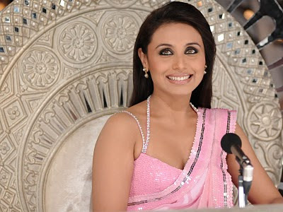 Wallpaper World: Rani Mukherjee Looks Beautiful in Revealing Dress