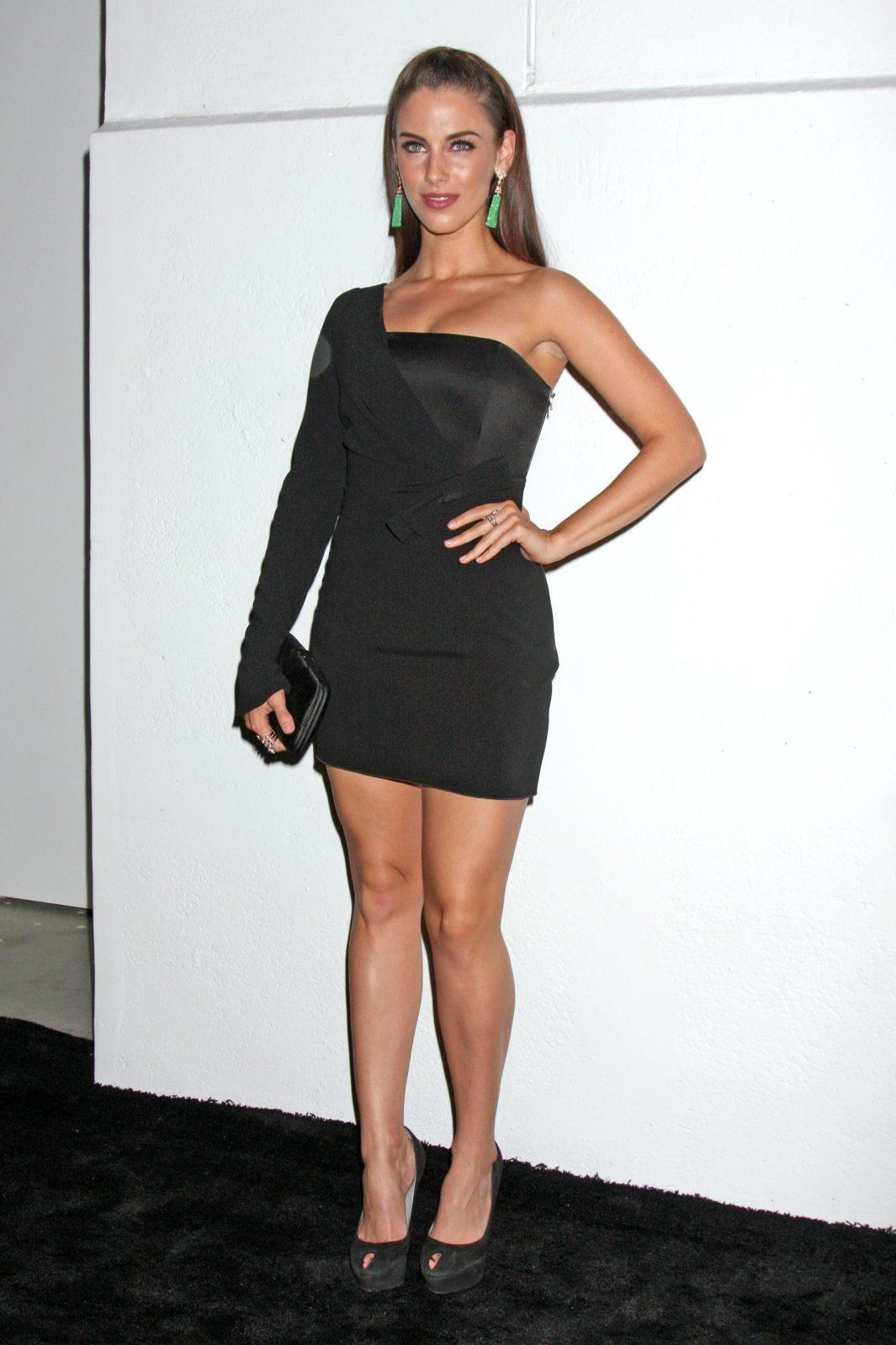 http://2.bp.blogspot.com/_6A8j2EQmANk/THt9mDGsrII/AAAAAAAAKE4/WXepGAUqswI/s1600/Jessica+Lowndes+Is+Looking+Hot+&+Curvacious4.jpg