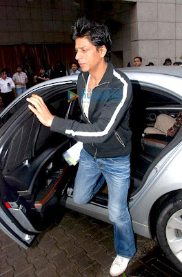 Shahrukh Khan spotted entering D-Decor private party
