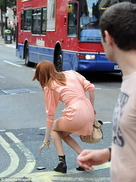 Karen Gillan shows her long legs photo