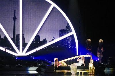 Australian pop singer Kylie Minogue wiki & Pictures