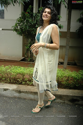 Tapasee Pannu White saree and Black Blouse hot images