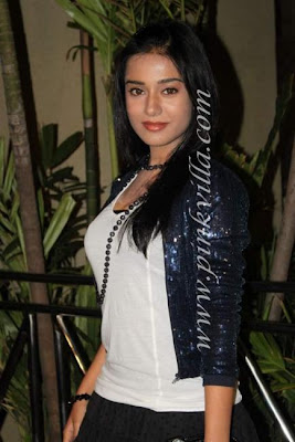 Amrita rao visit at Shabana azmi's birthday bash