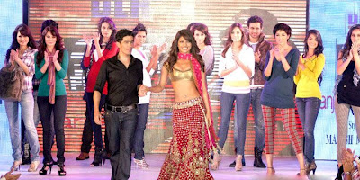 Priyanka chopra walks on the RAMP of Manish Malhotra for anjaana anjaani