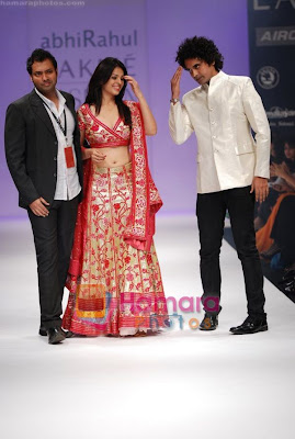 Anjana Sukhani walks the ramp for Abhirahul Show at Lakme Winter fashion week pictures