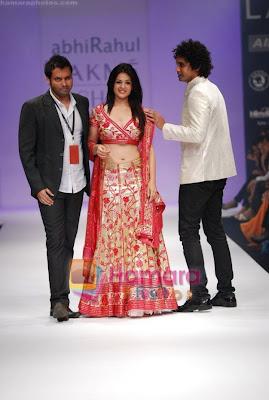 Anjana Sukhani walks the ramp for Abhirahul Show at Lakme Winter fashion week pictures