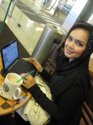Siti Nurhaliza in Starbucks