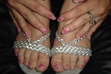 Uñas de las manos y pies con la misma decoración
