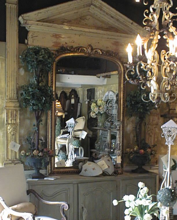 [The+Villa_Mirror+and+dresser.JPG]
