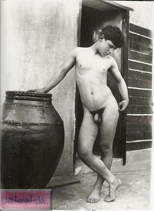 [Gloeden,_Wilhelm_von_(1856-1931)_-_n._0206.jpg]