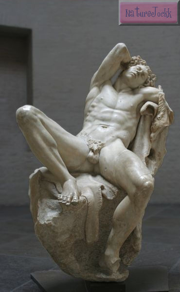 [Statues_2.jpg]